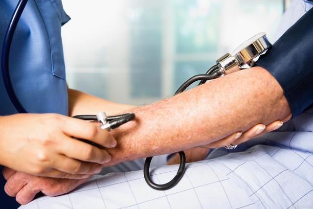 饮水不当,血压不稳反飙升?也许是因为这些原因。