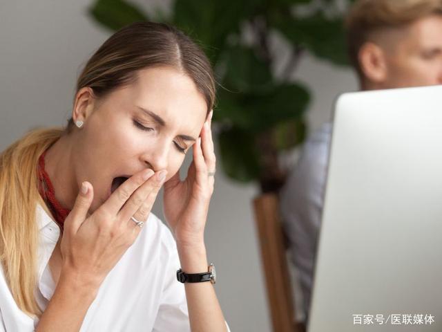 工作时打瞌睡肿吗办?四招助你提神醒脑,不再疲倦。